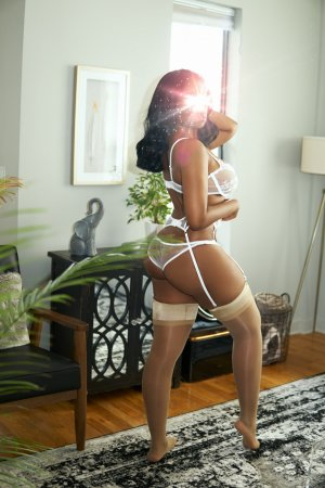 Alexine happy ending massage and escort girls