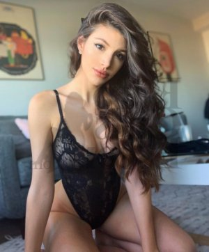 Kiliana live escort in Costa Mesa, happy ending massage